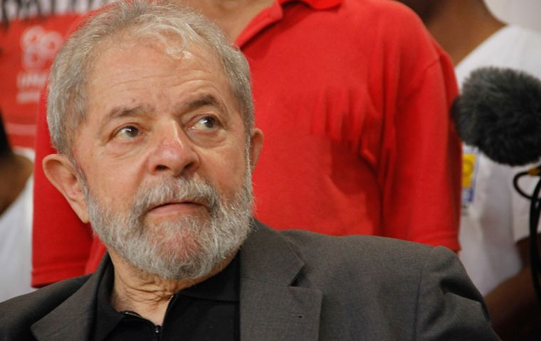 In a Datafolha poll Folha de S.Paulo and Globo TV, Lula easily led all contenders when his name was included, winning the support of 39% of those surveyed