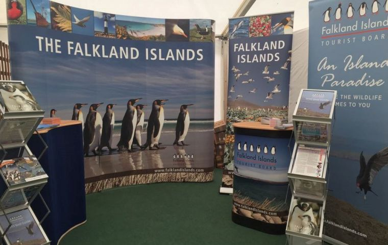 The stand focused upon sustainability offering chilled water with branded reusable roll up water bottles along with the best non plastic and biodegradable cups