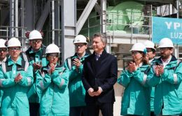 """We are not going to stop until we export US$ 30 billion in gas and oil from Vaca Muerta,"" President Mauricio Macri told YPF employees in Neuquen"