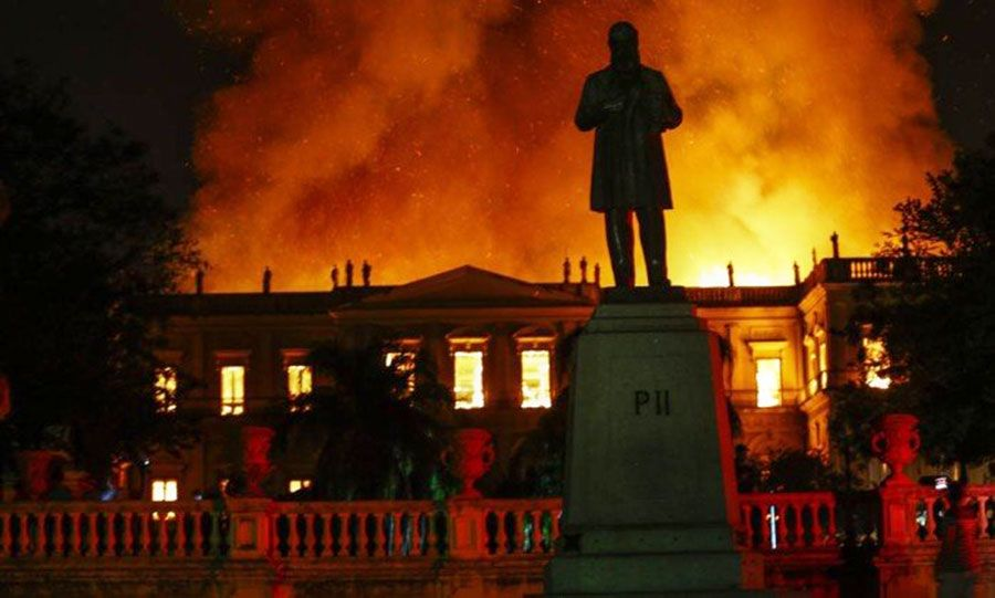 """La destrucción del edificio, que una vez fue un palacio para emperadores que habían caído en mal estado, fue una """"pérdida incalculable para Brasil"""", dijo el presidente Michel Temer."""