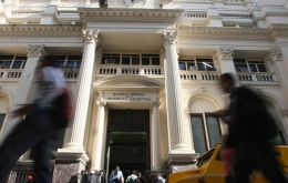 The central bank sold US$ 358 million in reserves at auctions on Tuesday to help prop up the peso, which nevertheless fell 2.18% to 39.65 to the U.S. dollar