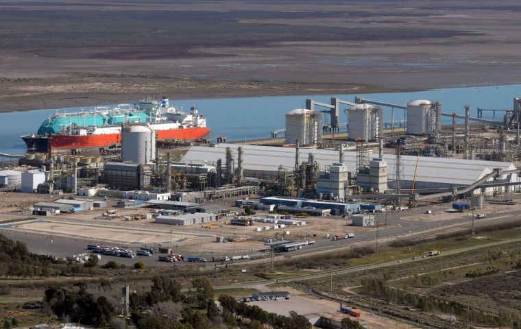 TGS and Excelerate will consider putting the regasification facility in Bahia Blanca. They plan to complete the study by the end of the year