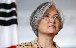 South Korean foreign minister Kang Kyung-wha and his Chilean counterpart Roberto Ampuero hold talks in Hanoi