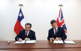 Letter of Agreement in cyber defense was signed by Chilean Deputy Defense Secretary Cristián de la Maza and UK Armed forces minister Mark Lancaster
