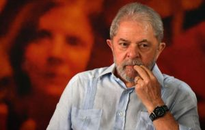 """Lula is not going to abandon the defense of his innocence. He's the first to say: 'I don't want favors"", Haddad told CBN radio and the G1 website."