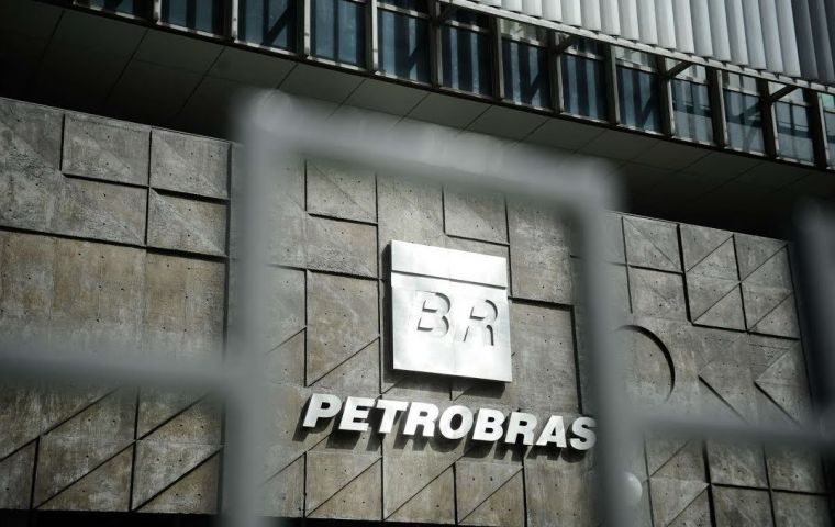 Authorities in the US - where Petrobras is listed on the stock exchange - agreed not to prosecute in exchange for the remainder of the funds.