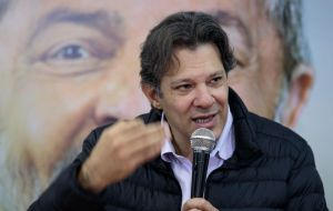 The campaign is conducted by Mr. Lula, giving instructions to a puppet by the name of Haddad, whose incompetence prevented him from reelection as mayor