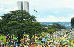 Ordinary Brazilians do not foresee a furure as bright as market figures would seem to indicate, accordibg to a survey.