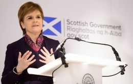 Ms Sturgeon said SNP MPs would oppose anything short of staying in the single market and customs union