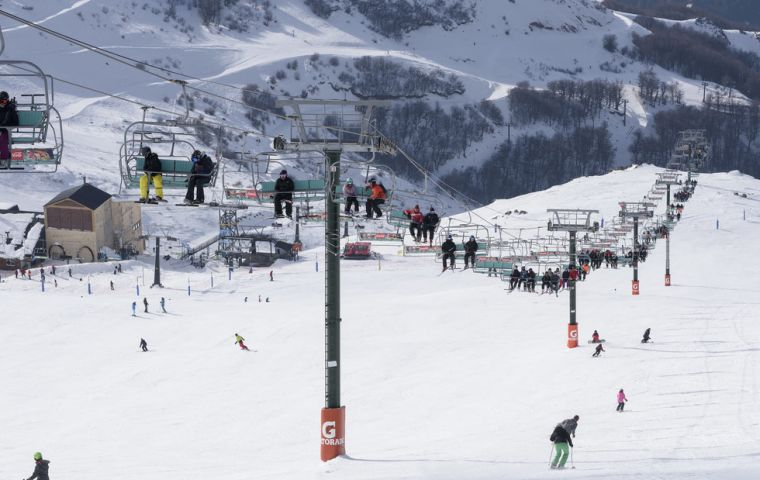 Winter resort Bariloche in Patagonia received the highest percentage of incoming tourists, given the launching of direct flights from Brazil