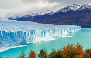 The Patagonian glaciers provide some of the area's most spectacular scenery. The Chilean-Argentine border stretches nearly 5,000 kilometers in total