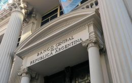 The central bank sold 110.929bn pesos (about US$ 3 billion) worth of the seven-day notes on Tuesday with an average annual interest rate of 71.392%, traders said
