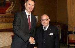 Minister Jorge Faurie and Foreign Secretary Jeremy Hunt (Argentine Chancellery)