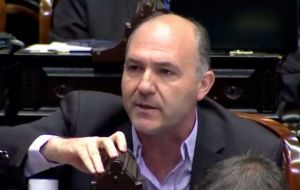 Opposition lawmaker Guillermo Carmona argues statements contradict the first transitory disposition of the Constitution and official policy on Malvinas