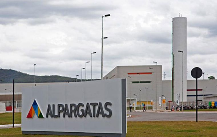 Alpargatas took another step towards withdrawing from Argentina.