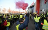 Some 300.000 took to the streets on Saturday to protest fuel prices and another 46.000 yellow vest marched on Sunday