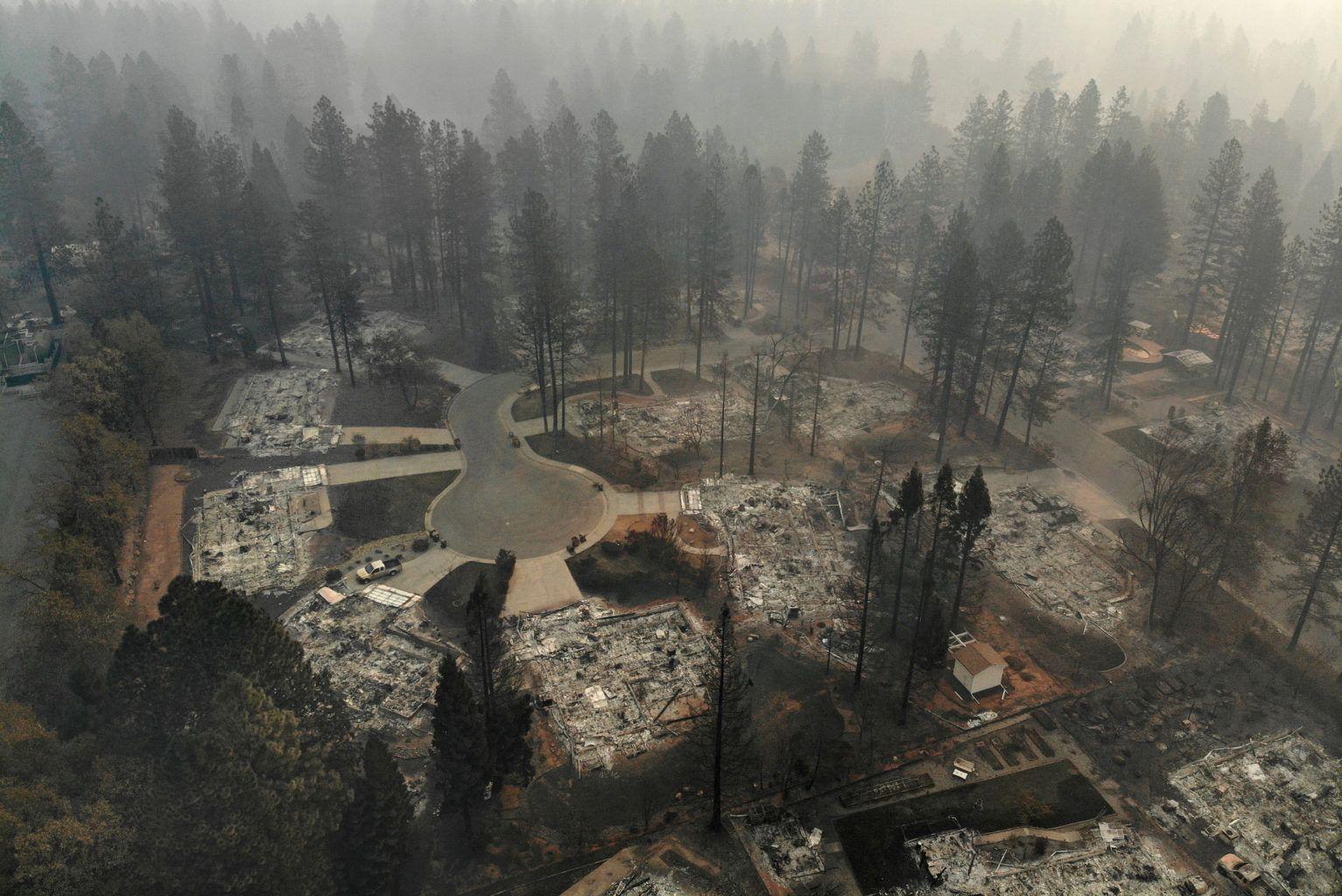 La gran mayoría de las muertes, 77 en total, se debió al Campamento de Bomberos en el condado de Butte en el norte de California, lo que en el incendio más mortífero en la historia del estado.