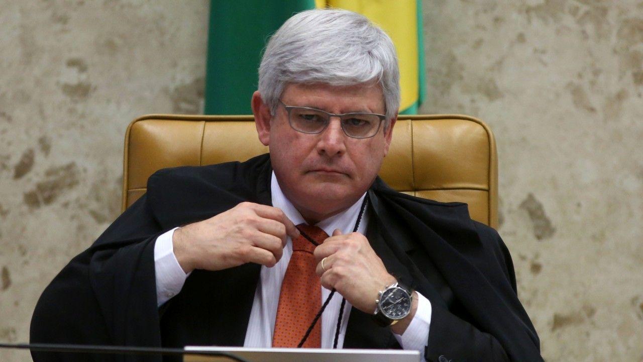 El Procurador General Rodrigo Janot presentó una queja que alegaba que los acusados formaron una organización criminal que recibió aproximadamente $ 390 millones de dólares en sobornos