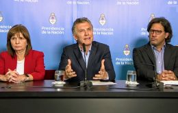 Macri was publicly addressing the issue of football violence flanked by Ministers Patricia Bullrich and Germán Garavano while the US dollar was going up against the Argentine peso.