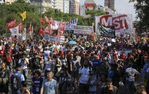 The main slogans yelled during the anti-globalist march were against Mauricio Macri, Patricia Bullrich, Donald Trump and the elected president of Brazil, Jair Bolsonaro.
