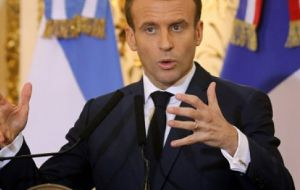 "Macron, in Buenos Aires for G20, indicated he did not favor ""trade agreements"" with countries which do not respect the Paris agreement on climate change"