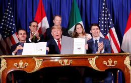 Peña Nieto, Trump and Trudeau sign in Buenos Aires the new treaty which must now be ratified by the Legislatures in México, the United States and Canada.