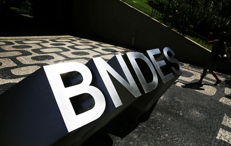 BNDES has 260 billion dollars of debts with the treasury, Estado said, and it is currently scheduled to pay back 26 billion reais next year