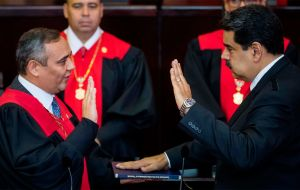 Nicolás Maduro swore in the presidency for the 2019-2015 government period in front of the Supreme Court of Justice (TSJ), when the constitution of that country dictates that it is before Parliament t