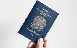 The current Brazilian passport with the Mercosur symbol identification