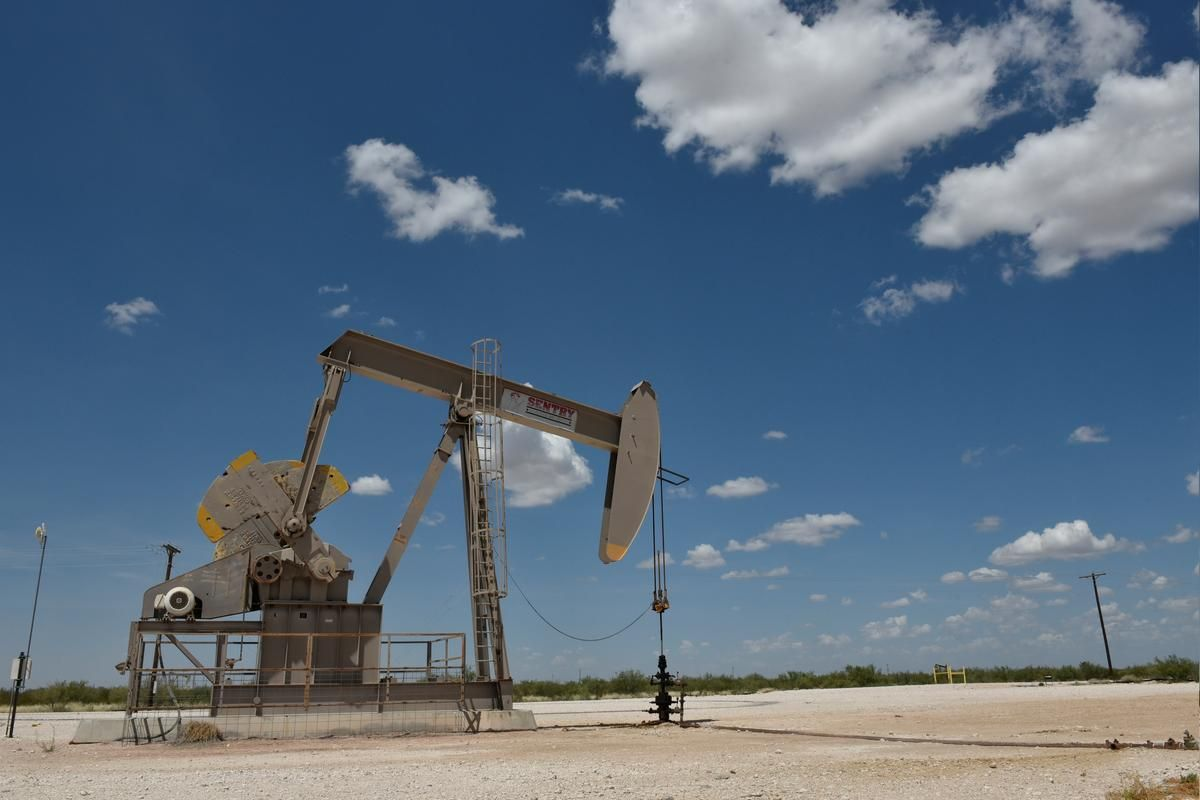Oil prices fall on Monday as US crude production is anticipated to