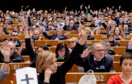 EU lawmakers voted 439 in favor to 104 against, with 88 abstentions, at a special session in Brussels to recognize Venezuelan congress head Guaido as interim leader