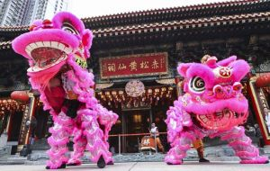 On New Year's Day, traditional performances can be seen: dragon dances, lion dances, and imperial performances like an emperor's wedding