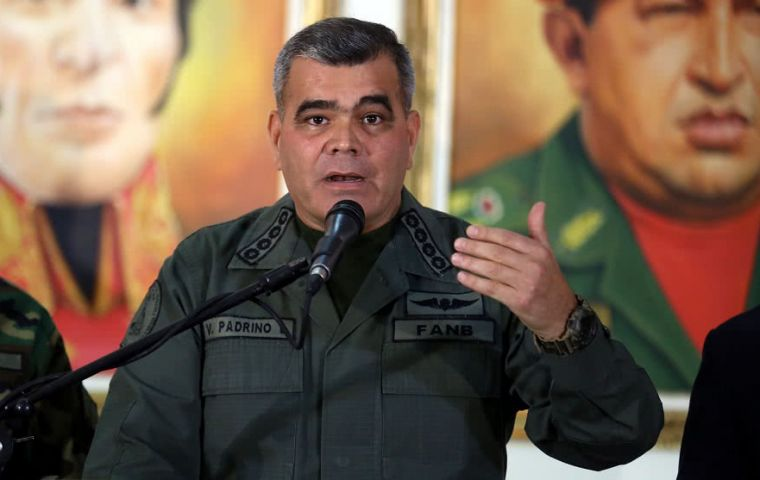 "They must ""pass over corpses"" to impose ""a puppet government,"" the Chavista general responded to President Trump and ""his threat."""