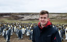 Nicolas Aguiar at Volunteer Point enjoying the King Penguins (Pic Infobae)