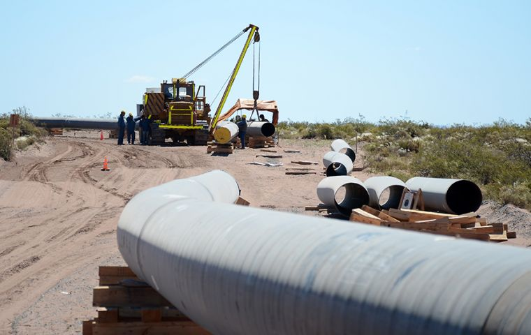 Pipeline construction contracts valued at up to US$1.8 billion to transport natural gas from Vaca Muerta to Buenos Aires, announced Minister Gustavo Lopetegui