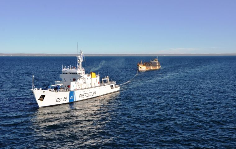 According to official data some 400 fishing vessels currently operate legally in the South Atlantic which represents some US$ 2bn annually in overseas sales