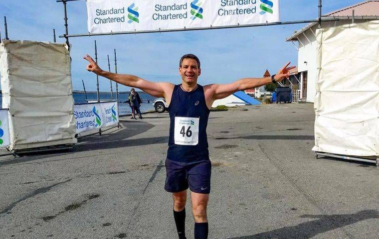 Sebastián Ujhelly crosses the finishing line of the Stanley Marathon  (Pics Facebook)