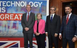 UK Ambassador Jamie Bowden with speakers of the Seminar organized to mark the collaboration network launched in Chile