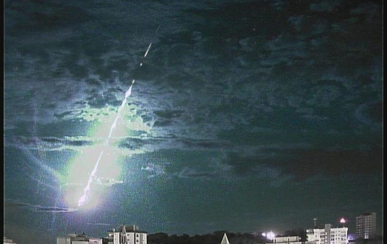 Spectacular fireball across the night sky was recorded in southern