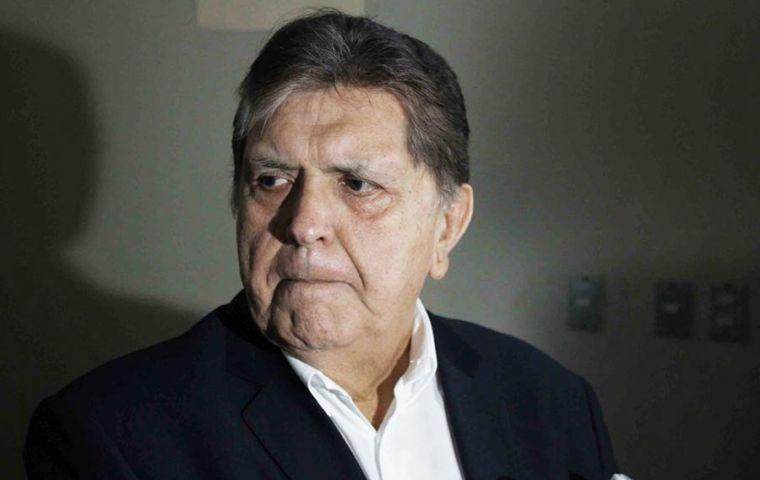 Ex Peruvian president Alan Garcia shoots himself in the ...