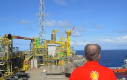 Shell will not focus its operations and investments only in the oil sector, and will pursue opportunities in natural gas, biofuels, and solar energy, van Beurden said