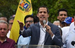 "Guaidó announced the order that he assigned to his diplomatic representative in the US, Carlos Vecchio, to meet ""immediately"" with the ""Southern Command and the admiral"""
