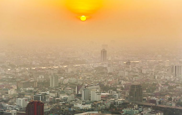 Fine particulate matter, or PM2.5 hit 158 micrograms per cubic meter of air at the Nezahualcoyotl station. WHO recommends a daily mean air quality below 25.