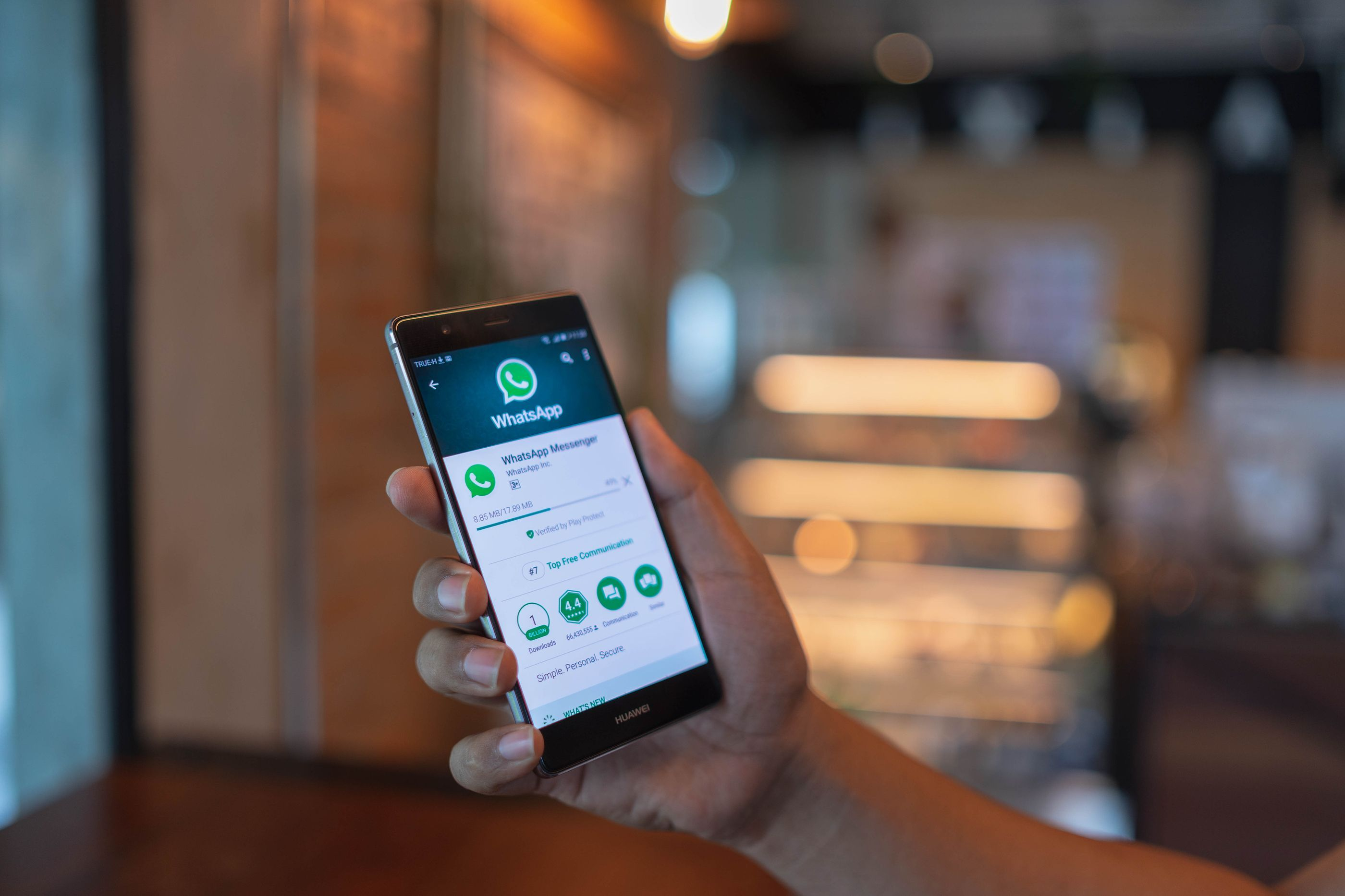 WhatsApp calls on users to upgrade the app because of a