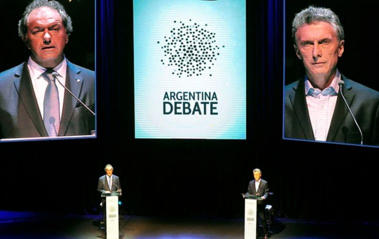 Last time out, there was one debate held before the election, featuring the main candidates, and then another after between Mauricio Macri and Daniel Scioli, prior to the run-off.