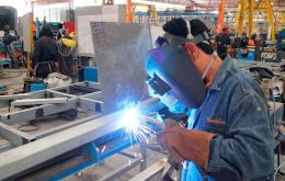 Less than 30% of the medium-sized industrial companies were profitable by April, according to the CAME survey.