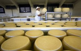 The FAO Dairy Price Index rose 5.2% from April, nearing a five-year high. The upswing, centered on cheese prices