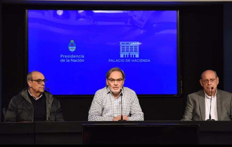 "Lopetegui (center) ruled out a possible cyberattack, ""there are no indications"", but underlined that ""if there are human responsibilities, there will be sanctions""."