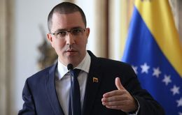 "Foreign Minister Arreaza said Ambassador Daniel Kriener would return Caracas in the context of a process ""to normalize diplomatic relations between both states."""