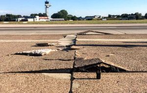 Hannover's airport was temporarily closed due to cracks in the tarmac.